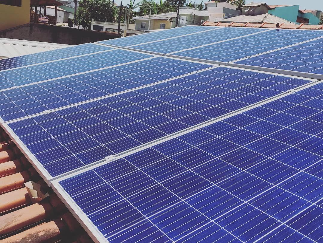 Projetamos e instalamos sistemas fotovoltaicos para residências, comércios e indústrias.